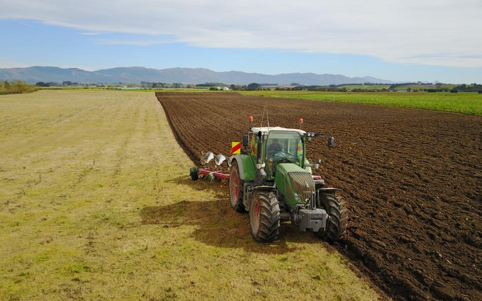 Bleeker ag services with Plough at Otaio