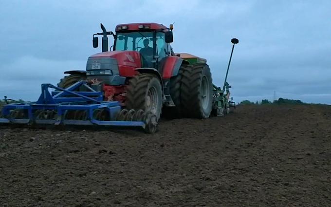 Thorsmark agro a/s med Såmaskine ved Randers