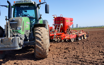 Stuart m ranby agriculture  with Drill at Saundby