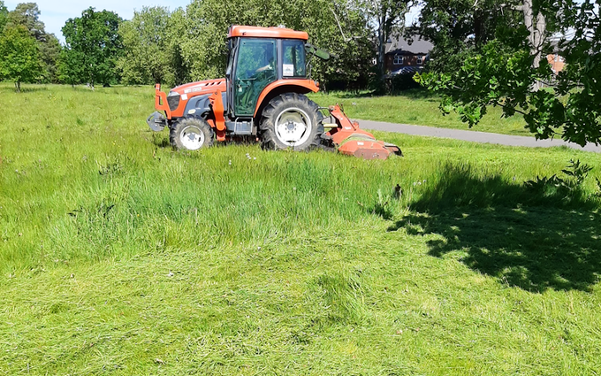 Acc contracting with Lawn mower at Bramley