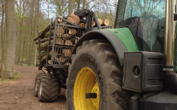 Løjes skovservice & entreprenørforretning  med Udkørsel/Udslæbning ved Stensved