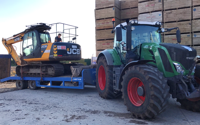 D&a scrivens with Manure/waste spreader at Kirkham