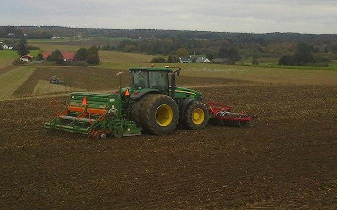 Dalsagergaard landbrug med Såmaskine ved Gadstrup