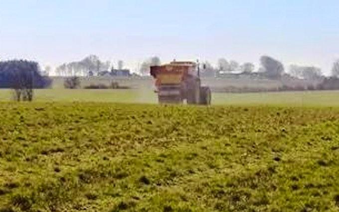Dalsagergaard landbrug med Gødningsspreder ved Gadstrup