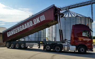 Gangergaarden´s maskinstation a/s med Lastbil ved Høng