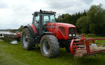 Mark & land med Traktor 201-300 hk ved Lillerød