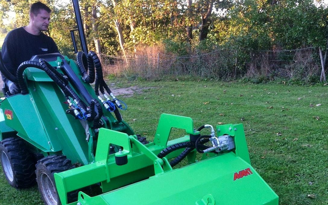 Minilæsser til mange opgaver med fører. - M&M Farming