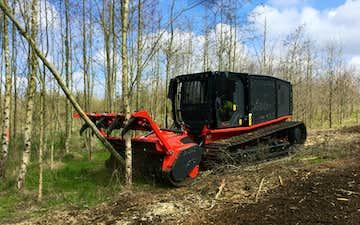 Skoventreprenør frede andersen a/s med Knuser ved Lintrup