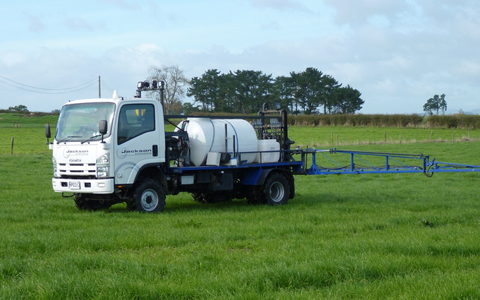 Jackson contracting  with Self-propelled sprayer at Tauhei
