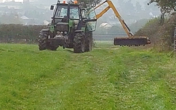 D e c jeans and son with Hedge cutter at Stalbridge
