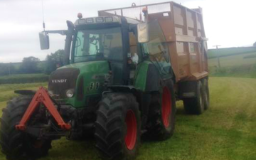 C r ellis contracting  with Silage/grain trailer at Axminster