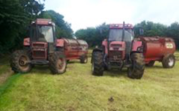 T howells agricultural services  with Manure/waste spreader at United Kingdom