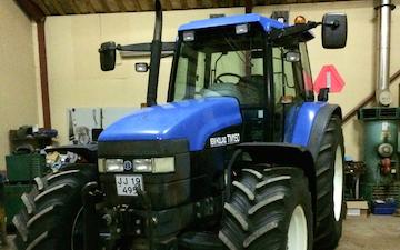 Tf multiservice med Traktor 101-200 hk ved Ejstrupholm