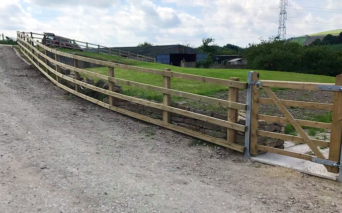 Shaw countryside management services with Fencing at Bretforton