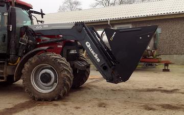 Langvad med Traktor med frontlæsser ved Vamdrup