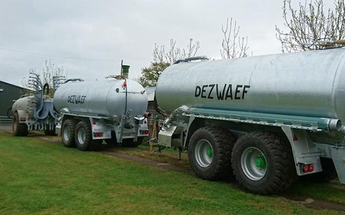 Alternative fertiliser solutions  with Slurry spreader/injector at Sutton Benger