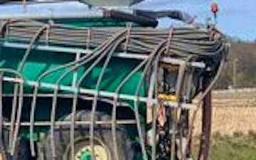 Kjs maskinstation med Gyllevogn med slangebom ved Arden