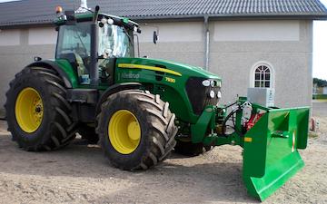 Allestrup maskinstation med Traktor til stakkørsel ved Nørager