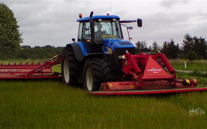 Hjortlund landbrug & maskinstation med Skårlægger ved Grindsted