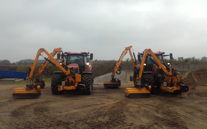 Trekantens anlæg & ejendomsservice aps med Traktor 201-300 hk ved Vejle