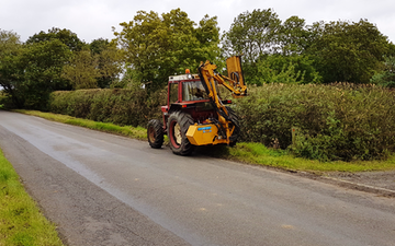 D spratling services with Hedge cutter at Barsby