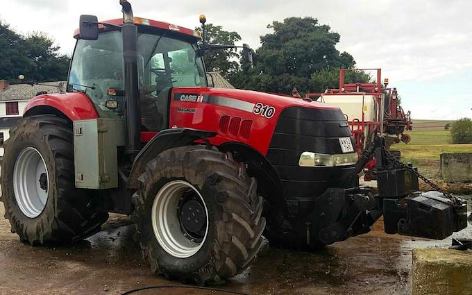 Thorsmark agro a/s med Traktor over 300 hk ved Randers