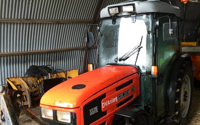 Dv anlæg med Traktor med frontlæsser ved Hillerød