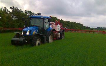 Hjortlund landbrug & maskinstation med Trailersprøjte ved Grindsted