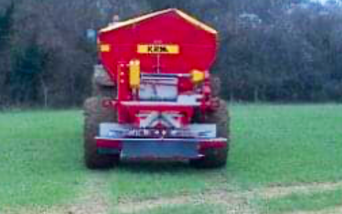 Rob jones with Lime spreader at Valetta Way