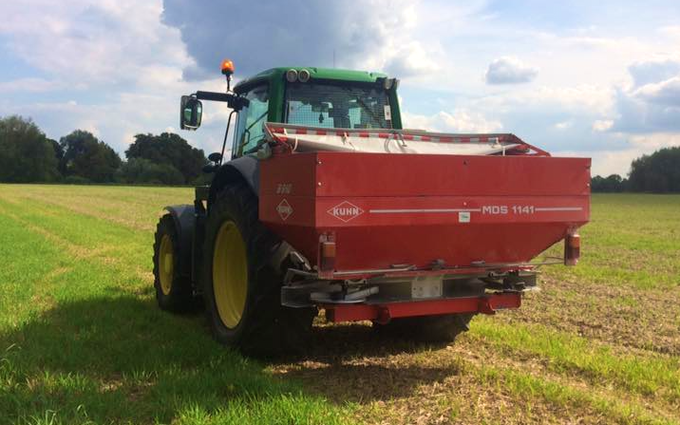 Aeh services with Fertiliser application at Cholsey