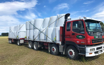 Kalin contracting ltd with Flat trailer at Manaia