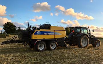 Brunbjerg agro med Mini-bigballepresser ved Gilleleje