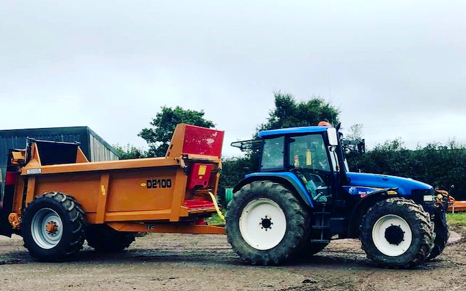 P j pengelly agricultural contracting  with Manure/waste spreader at Blackawton