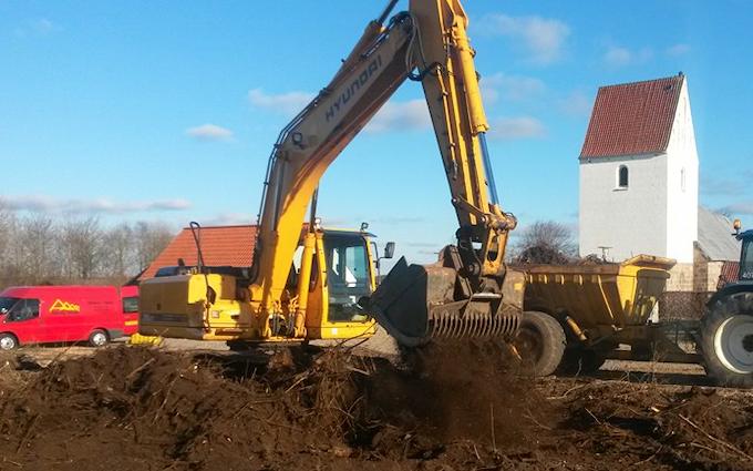 Kjærs maskinstation & entreprenør a/s med Gravemaskine ved Skjern
