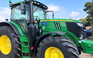 Lamyman grange contractors with Tractor 201-300 hp at Digby