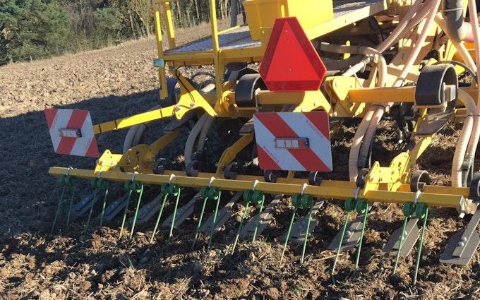 Mejnertsen farming med Såmaskine ved Regstrup