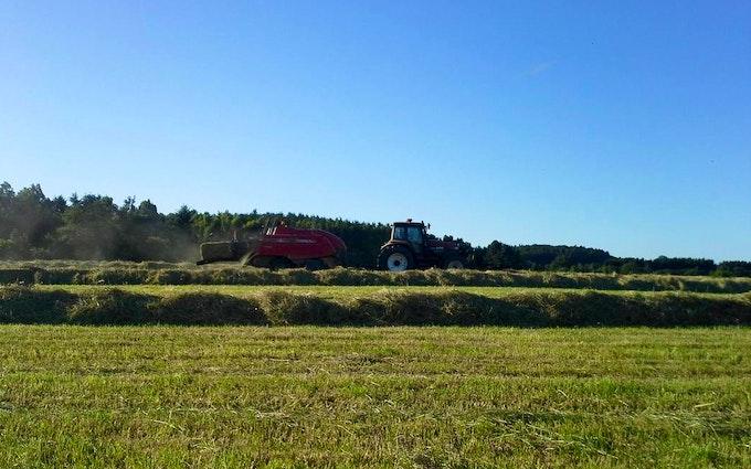Anden´s agro service med Mini-bigballepresser ved Slangerup